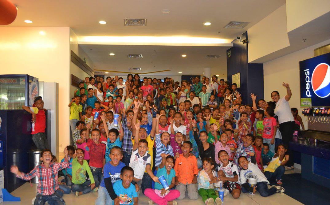El Instituto Colombiano de Bienestar Familiar con su estrategia Derecho a la Felicidad, en alianza con Cine Colombia, invitaron a 250 niños, niñas y adolescentes de Córdoba a la proyección de la película El paseo 3.