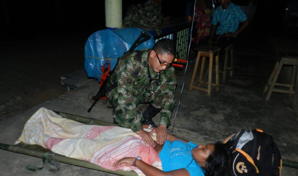 En horas de la noche, soldados pertenecientes a la Brigada Móvil N° 24 fueron alertados por la ciudadanía de la presencia de una mujer indígena en estado crítico en Puerto Frasquillo municipio de Tierralta departamento de Córdoba.