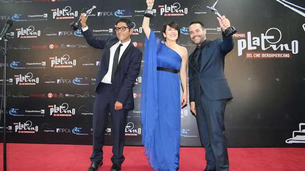 """Escritor, Gonzalo Maza, protagonista, Paulina García y director, Sebastián Leilo, ganadores de la película """"Gloria"""".s"""