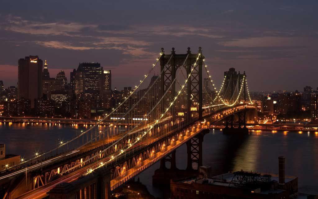 Uno de los puentes más famosos, en la Capital del mundo se convierte en un refugio sin hogar.