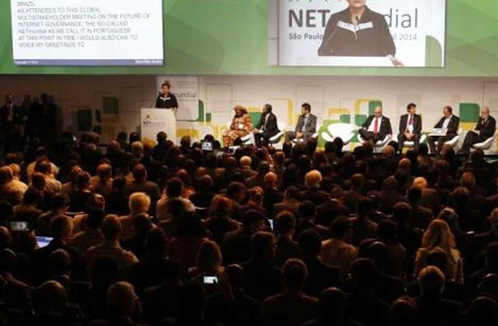 En la Cumbre de NetMundial, La presidenta de Brasil Dilma Rousseff, el vicepresidente de Google Vint Serf, aseguran en fortalecer la legitimidad de la red.