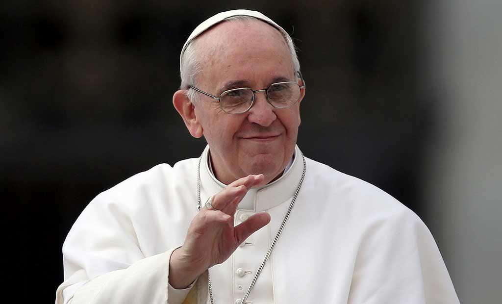 Cardenal denuncia 'maltrato' del Papa a empleados del Vaticano