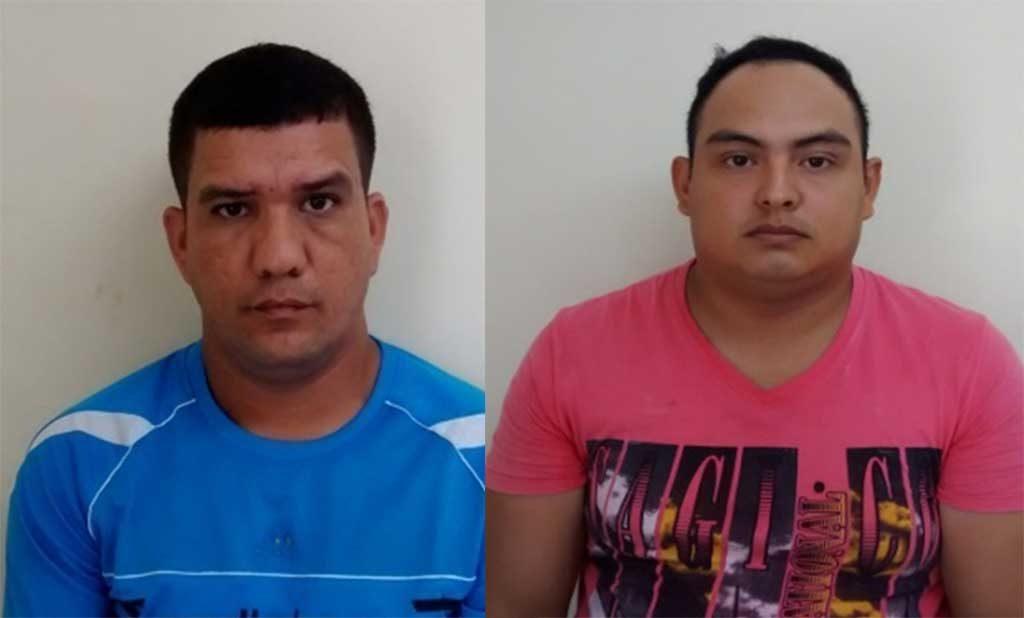 David Benítez y Oscar Burgos, fueron detenidos momentos en que recibían dinero producto de la extorsión de la que venía siendo víctima un ciudadano.