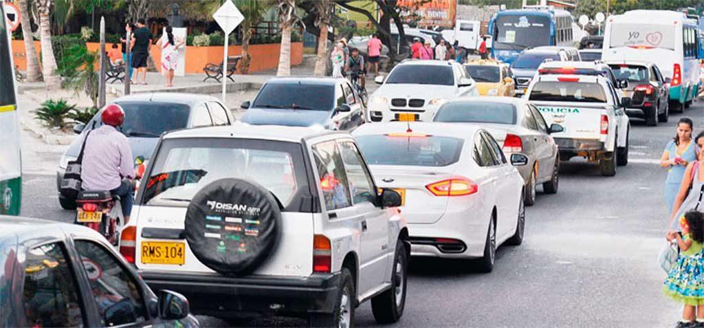 El Rodadero es uno de los sitios turísticos más concurridos por lo tanto la Policía realiza controles permanentes sobre la Avenida Tamacá a fin de regular el tráfico vehicular.