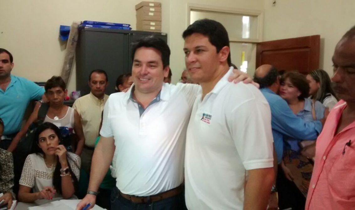 Carlos Ordosgoitia, candidato a la Alcaldía de Montería, acompañado del Senador Daniel Cabrales.