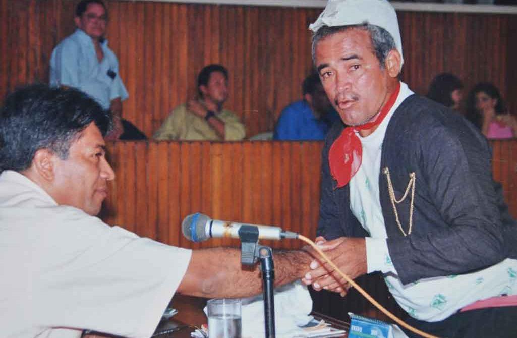 En 1999 se posesionó como edil vistiendo como Cantinflas.
