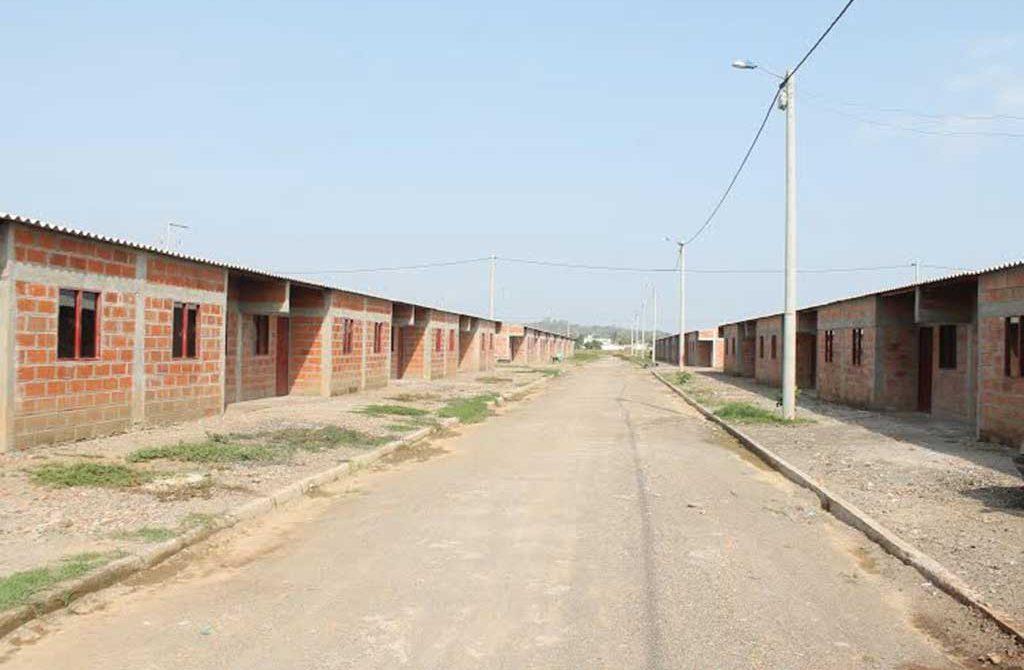 """""""Pedimos calma a la comunidad, las viviendas serán entregadas apenas se legalicen los trámites que hacen falta"""", Sec.Vivienda"""