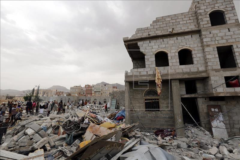 Daños en varios edificios tras un bombardeo de la coalición en Yemen. EFE/Archivo