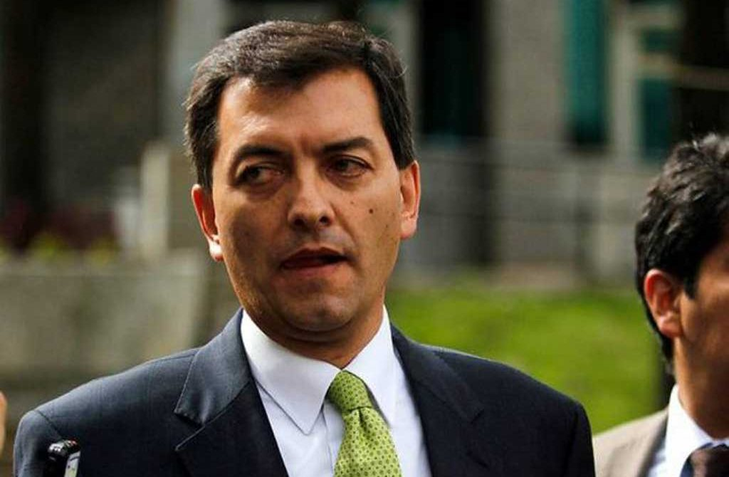 Hoyos ordenó interceptar correos de 'Pacho' Santos: Fiscalía