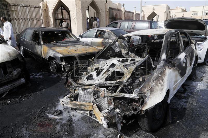 Vista de los daños provocados por un ataque terrorista, frente a una mezquita, en Arabia Saudí. EFE/Archivo