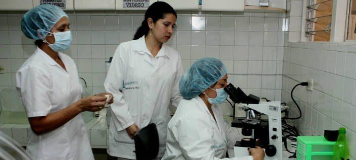 Evaluarán requisitos para habilitar laboratorios y hacer pruebas de COVID-19 en Córdoba