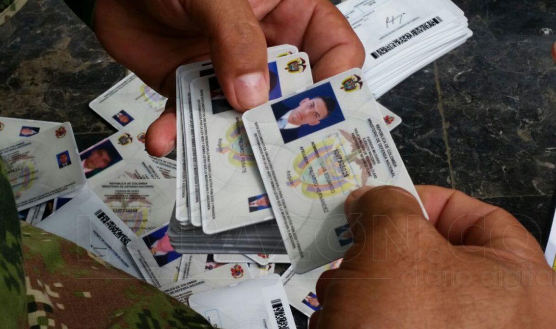 Presidente colombiano firma ley que modifica el servicio militar