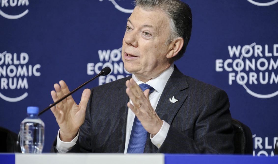 8 de febrero iniciaría fase pública de diálogos con el ELN, anuncia Santos