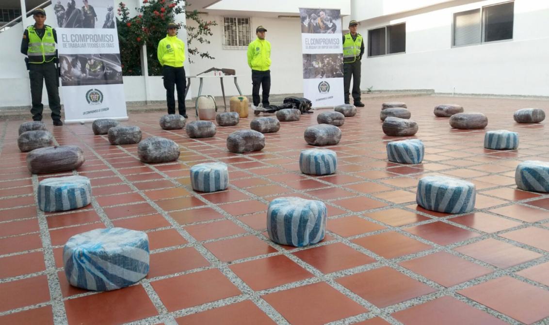 A tres policías se les perdieron cien kilos de marihuana