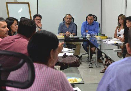 Oscar-Roa-Estévez-Agente-Especial-de-Intervención-y-José-Leonardo-Rojas-Díaz-Superintendente-de-Subsidio-Familiar-444x311.jpg