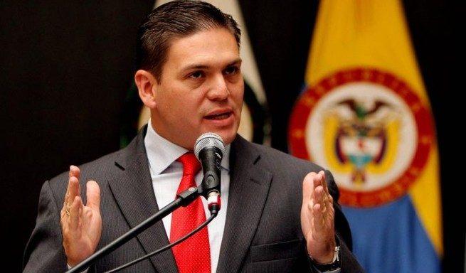 Juan Carlos Pinzón renunció al Partido de la 'U — COLOMBIA