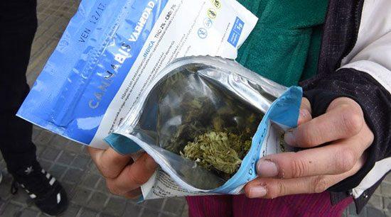 Se agota mariguana en farmacias de Montevideo tras primer día de ventas