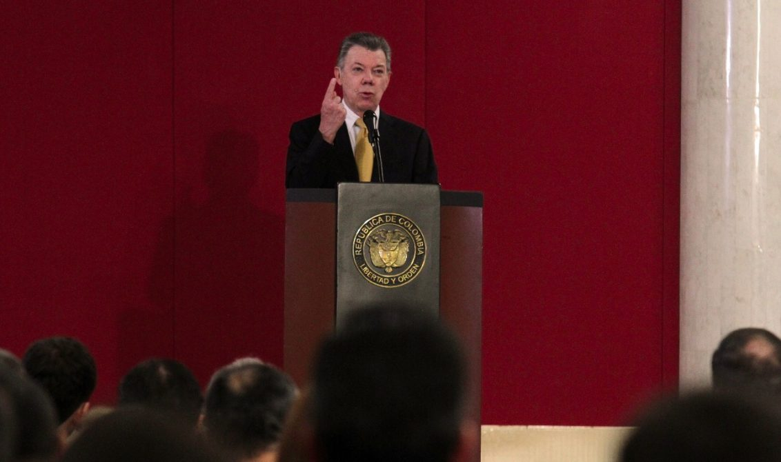 Santos dice que la ayuda que brindó Venezuela no detendrá sus cuestionamientos