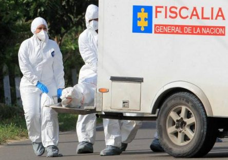 policia_en_medellin_detuvo_a_hombre_que_llevaba_un_cadaver_dentro_de_su_carro-444x311.jpg