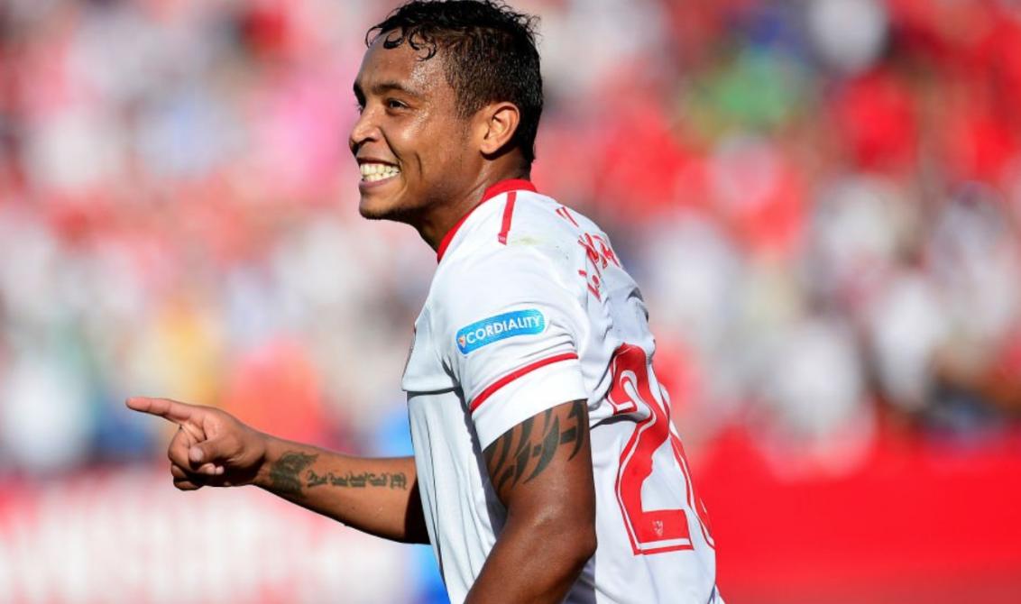 Layún rescata actitud del Sevilla frente al Barcelona