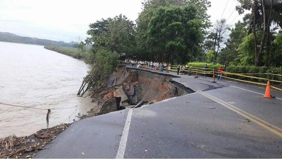 Desplome de banca afectó vía la Tarazá - Caucasia, en Antioquia