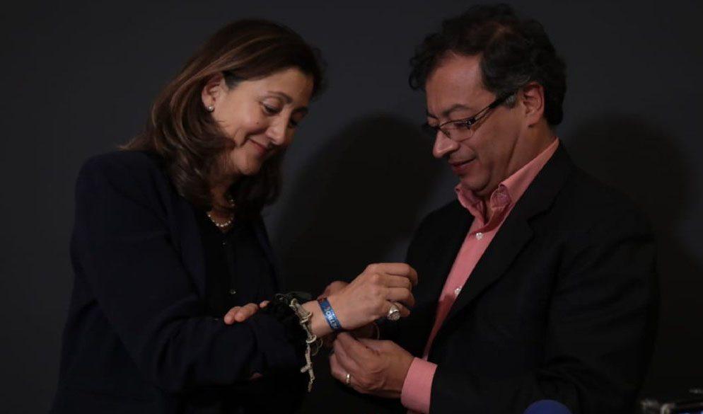 Duque sigue líder en intención de voto en Colombia, Petro se acerca
