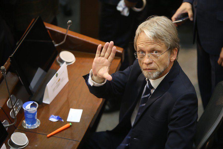 Senador hace inusual protesta en pleno Congreso — Colombia