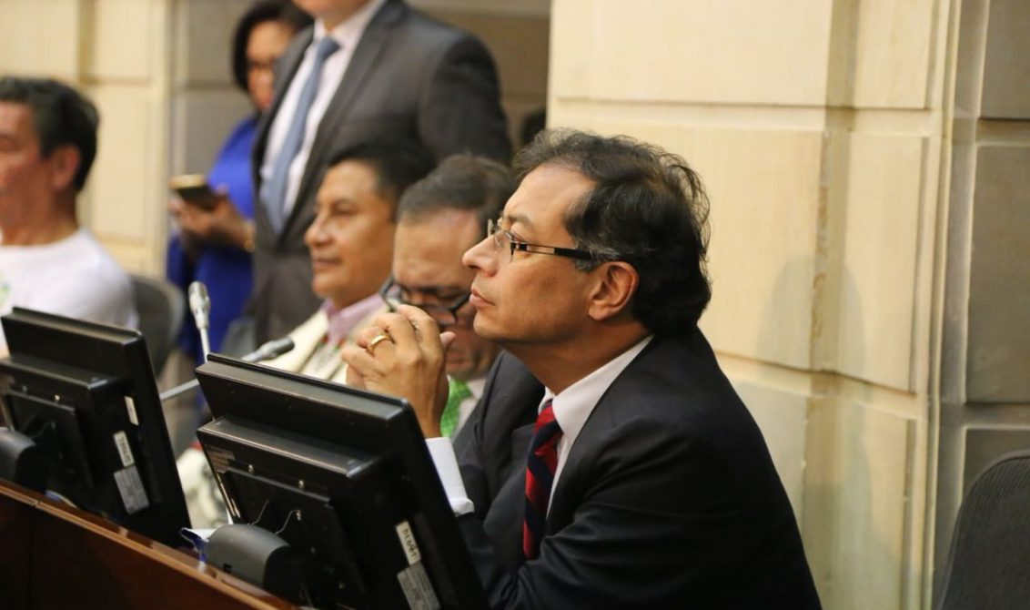 Renuncia de Álvaro Uribe es para evadir las investigaciones — Petro