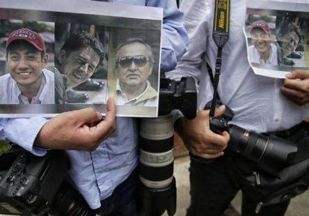 periodistas-ecuatorianos-444x311.jpg