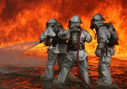firefighter-593728_640-444x311.jpg