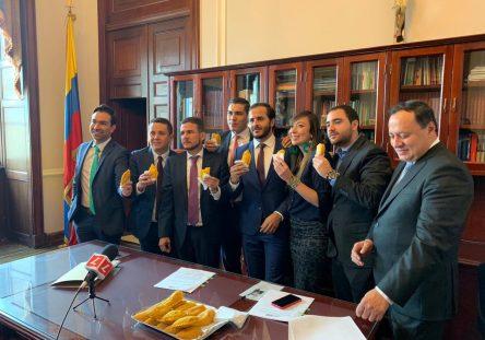 congresistas-empanadas-444x311.jpg