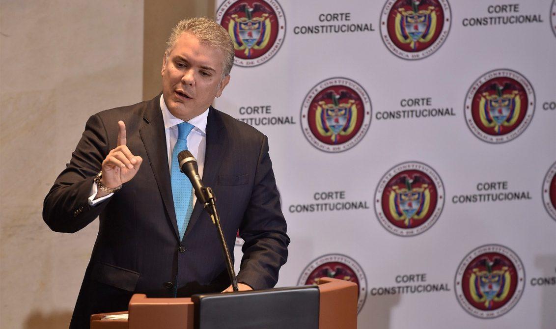 Duque y expresidente Santos citados a audiencia sobre el uso del glifosato