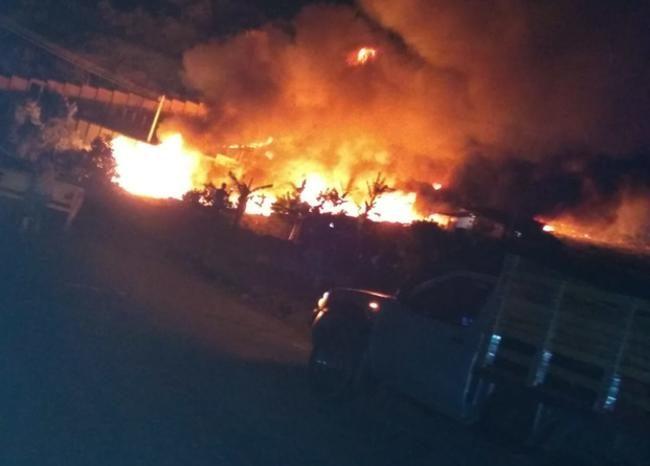 Ataque con bomba provoca incendio en oleoducto colombiano Trasandino