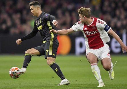 Cristiano-Ronaldo-Juventus-Matthijs-Ligt_LPRIMA20190410_0034_35-444x311.jpg