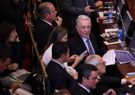 Uribe-en-el-Senado-444x311.jpeg