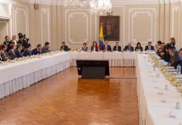 mesa-de-reunion-foto-presidencia-360x247.jpg