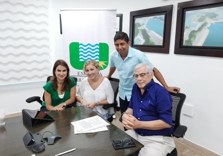 Sandra-Gómez-de-Findeter-Alfredo-Solano-de-Urrá-y-Daniel-Montero-Alcalde-electp-de-Tierralta-444x311.jpg