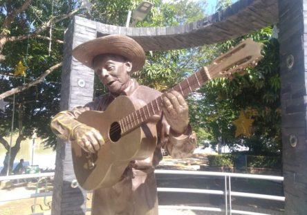 estatua-pablito-florez-444x311.jpg