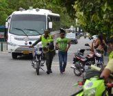 Policías-quitando-motos-1-165x140.jpg