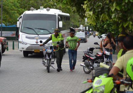 Policías-quitando-motos-1-444x311.jpg