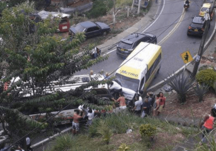 blu_radio_accidente_via_cali_buenaventura-444x311.png
