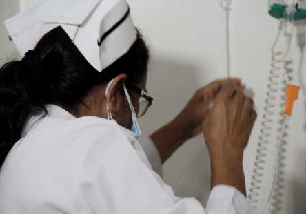 medicos-y-enfermeras-444x311.jpg